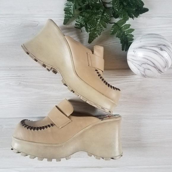 ee402287ceb7b Vintage 90s Y2K Mega Wave Platform Shoes Vegan